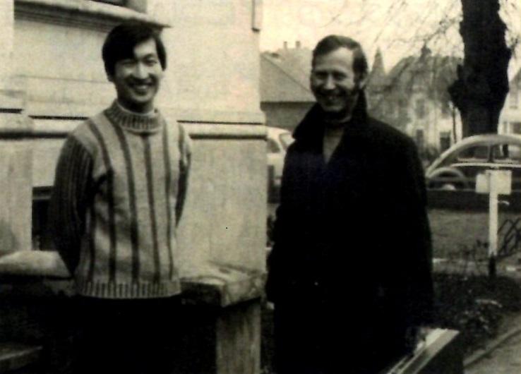 リューベック音楽大学前での新井力夫氏とパウル・マイゼン先生